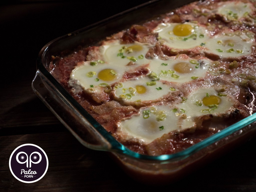 Paleo Baked Eggs in Tomatoes